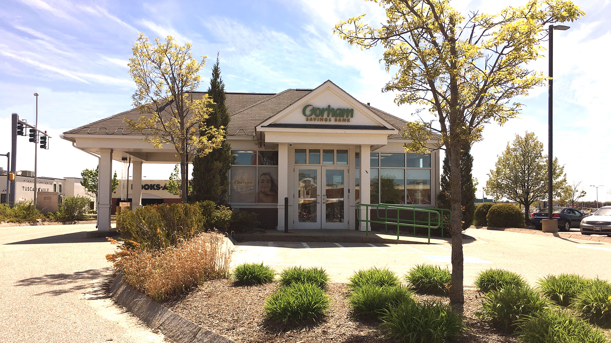 Gorham Savings Bank South Portland Location outside during the day